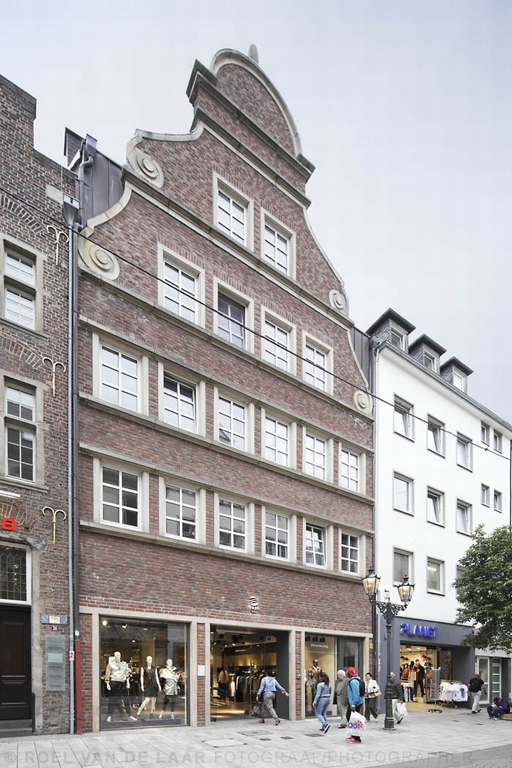 Adidas-pop-up-store-by-Alu-Benelux-Dusseldorf-02