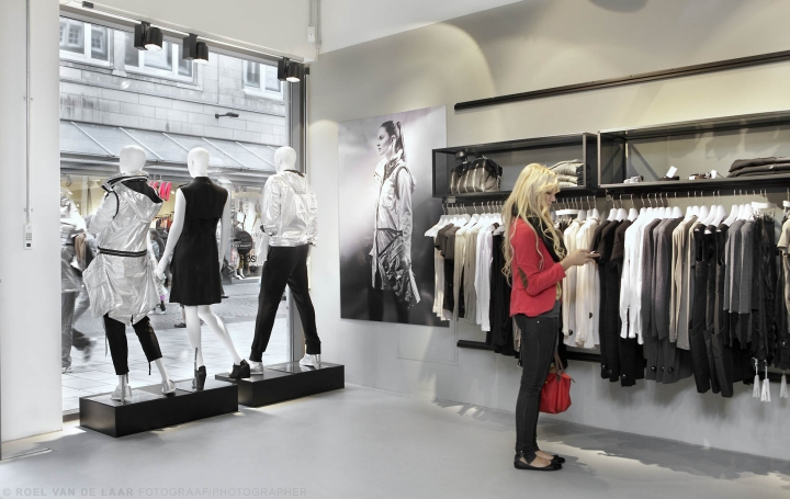 Adidas-pop-up-store-by-Alu-Benelux-Dusseldorf-11