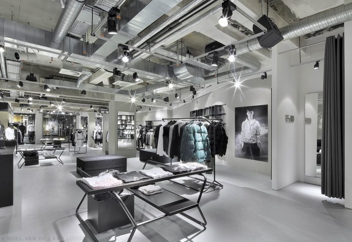 Adidas-pop-up-store-by-Alu-Benelux-Dusseldorf-12