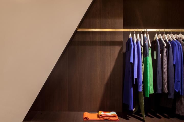 Garde-robe-Nationale-boutique-by-Dieter-Vander-Velpen-Antwerp-07