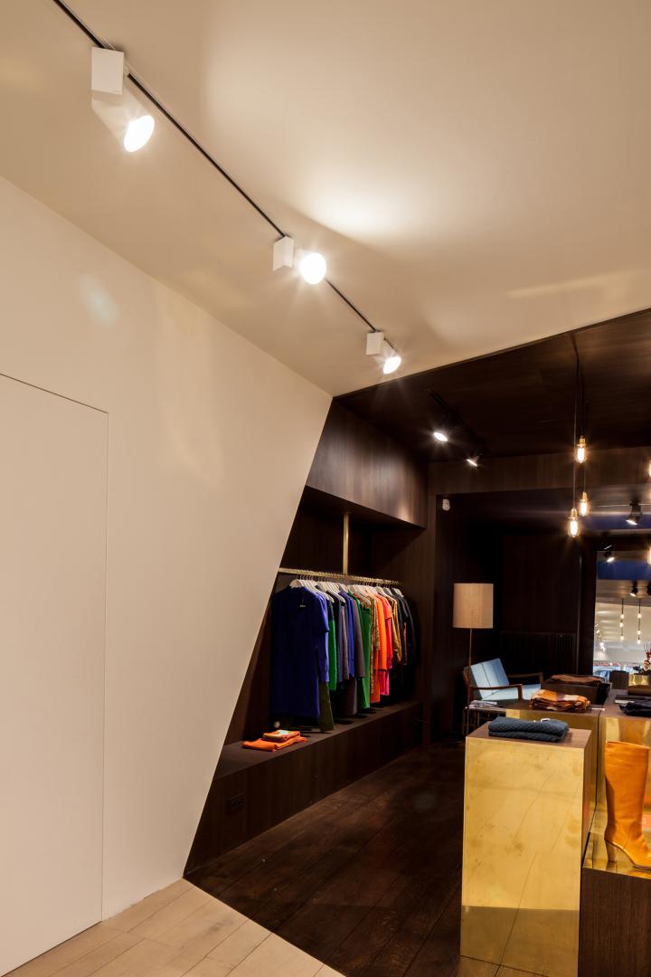 Garde-robe-Nationale-boutique-by-Dieter-Vander-Velpen-Antwerp-08