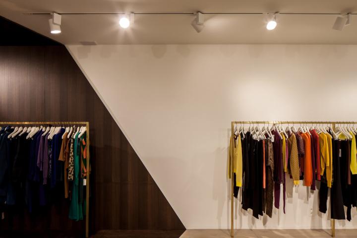 Garde-robe-Nationale-boutique-by-Dieter-Vander-Velpen-Antwerp-09