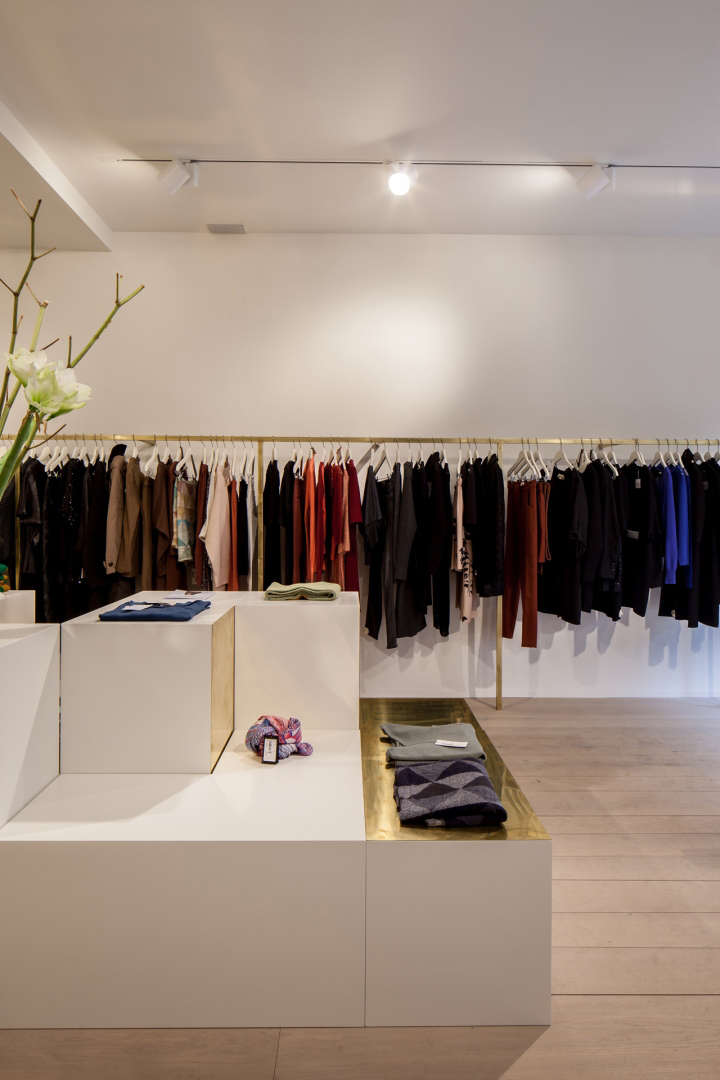 Garde-robe-Nationale-boutique-by-Dieter-Vander-Velpen-Antwerp-11