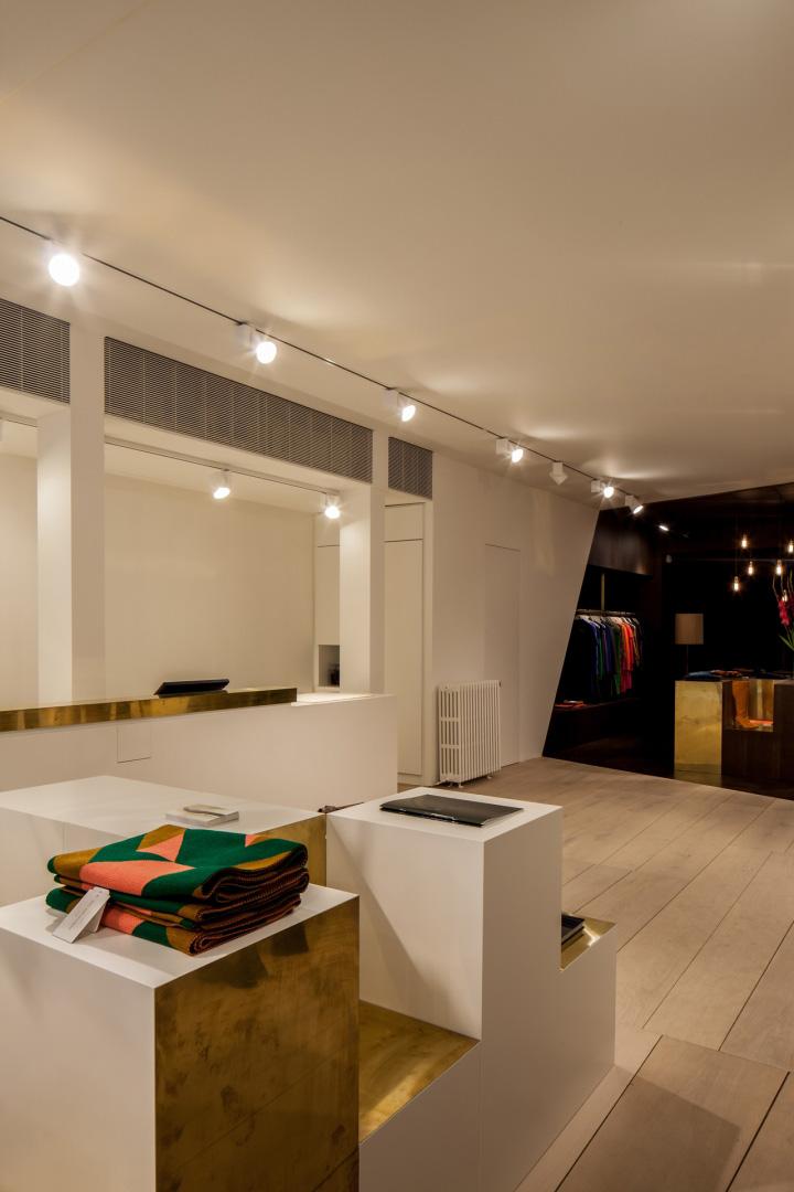 Garde-robe-Nationale-boutique-by-Dieter-Vander-Velpen-Antwerp-16
